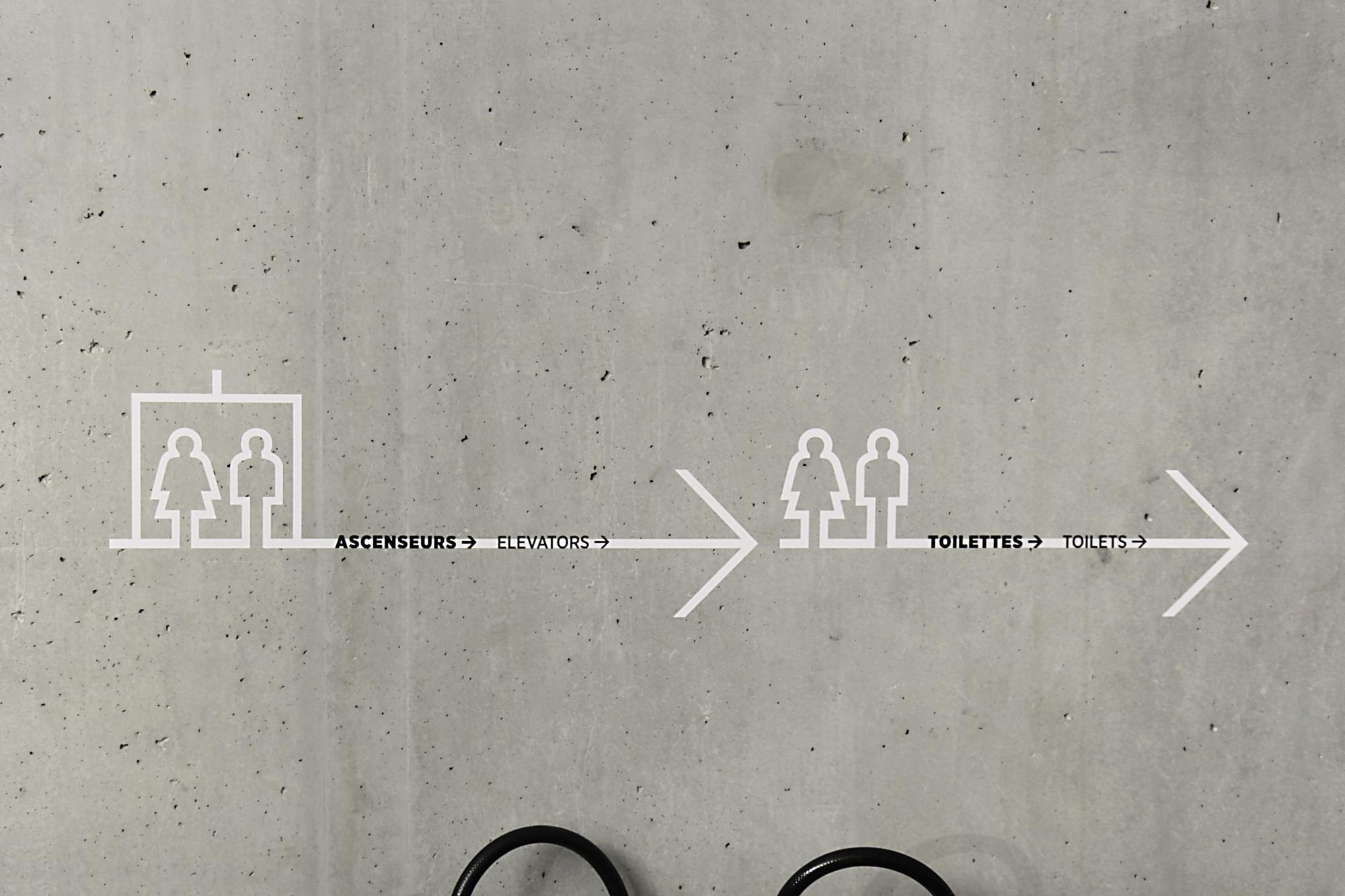 Graphisme Geneve graphic design graphique direction artistique  signalétique signage espace scénographie habillage flux exposition flèches pictogrammes panneaux bâtiment  IHEID geneva graduate institute maison de la paix