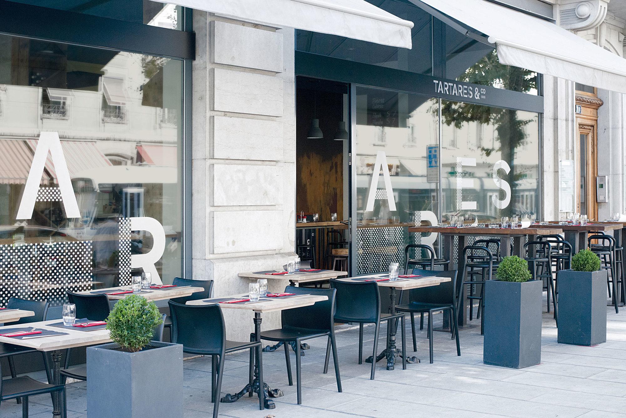 Graphisme Geneve graphic design graphique direction artistique logo identité visuelle identity branding brand  tartares & co bar restaurant grand prix 2015  layout charte graphique vitrine signalétique signage