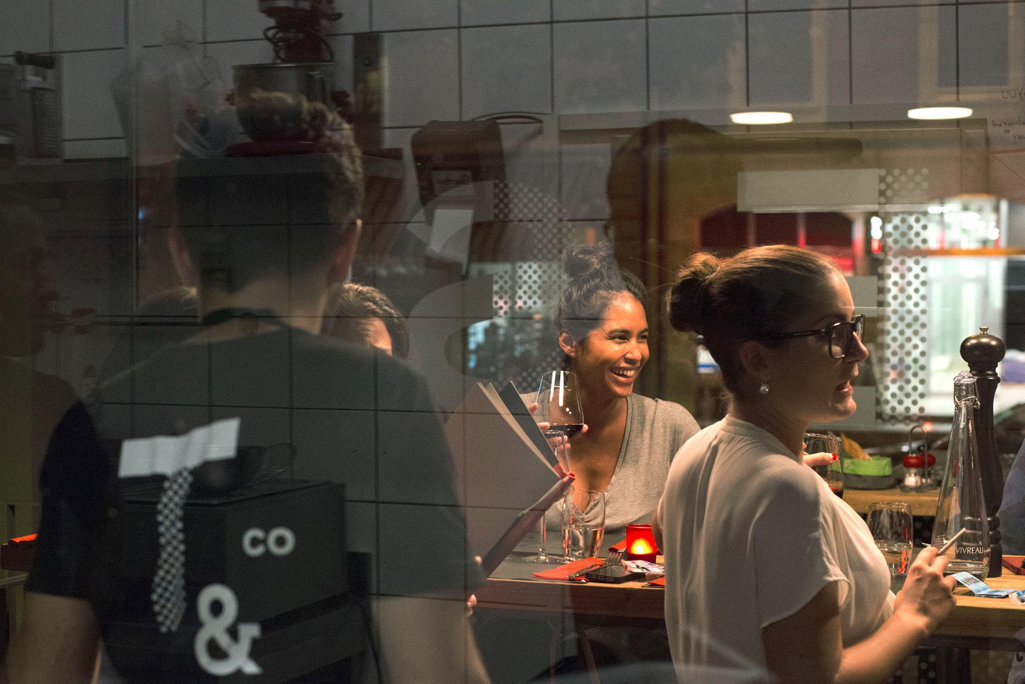 Graphisme Geneve graphic design graphique direction artistique logo identité visuelle identity branding brand  tartares & co bar restaurant grand prix 2015  layout charte graphique t-shirt